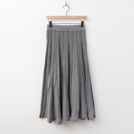 Simple Pleats Long Knit Skirt
