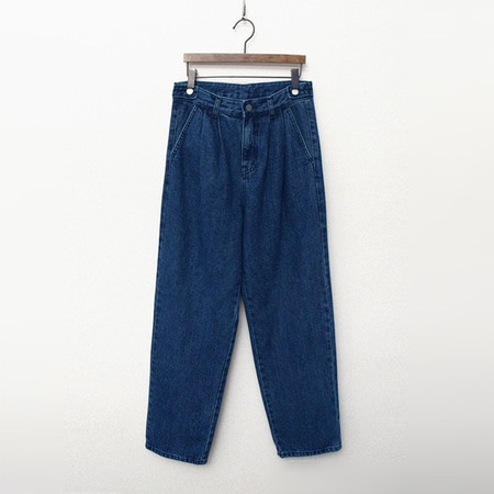 Button Pintuck Straight Jeans