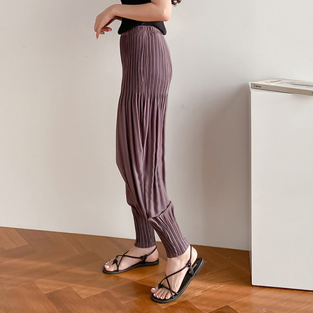 Pleats Rose Riding Pants