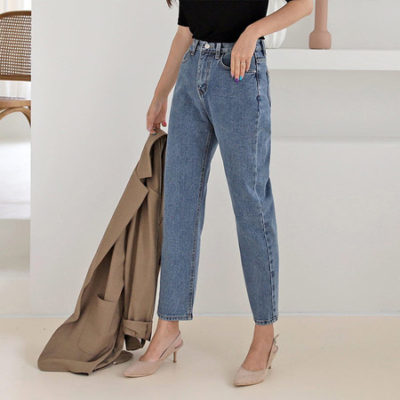 Between Boyfriend Jeans