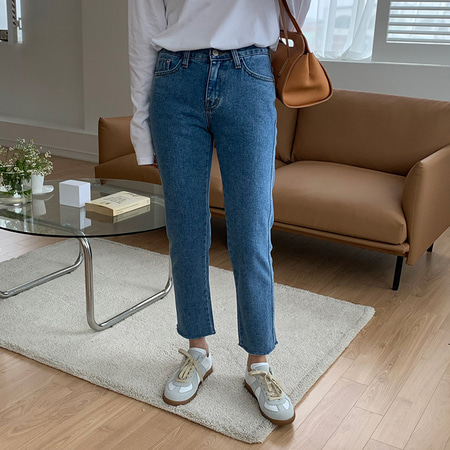 Chic Cut Straight Jeans