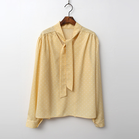Dot Tie Shirring Blouse