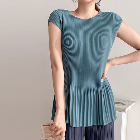 Pleats Flare Cap Blouse