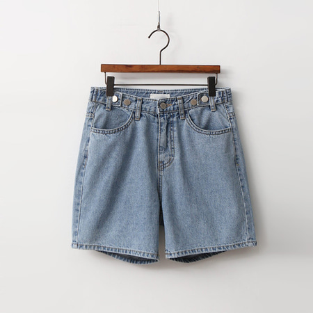 Button Loose Denim Shorts