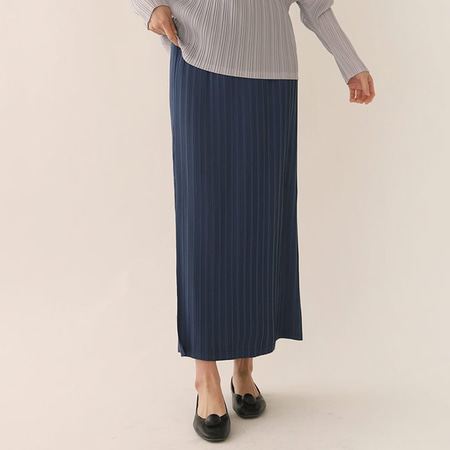 Pleats Button Long Skirt